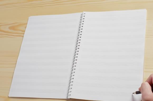 ノートと書き込むペン