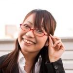 眼鏡をかけた女性