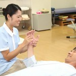 介護福祉士の資格について、二つの取得方法や介護の仕事内容など