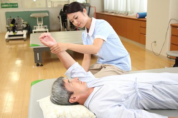 短大を経て資格を取得し、介護施設で働いて感じる介護福祉士の2つの魅力