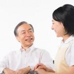 介護士と利用者の会話風景