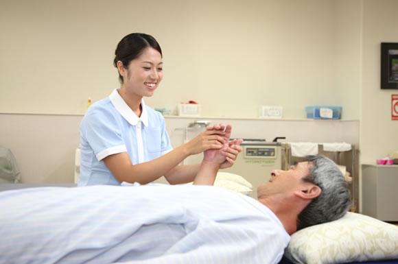 介護士と床ずれをおこした利用者